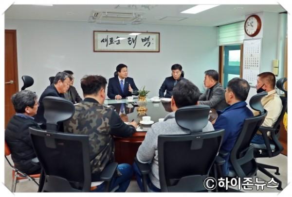 batch_[크기변환]2020.3.27.전국건설기계연합회 태백지회 임원진 면담 (1).JPG